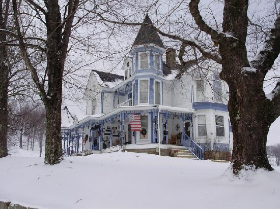Mavis Manor: Snowy Day