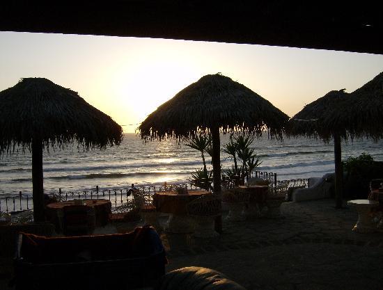 Poco Cielo: Restaurant Patio, overlooks the beach