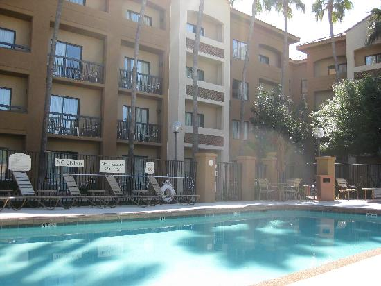 Courtyard  by Marriott Phoenix Camelback: pool