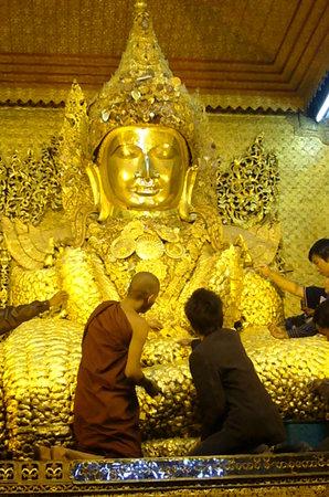 معبد ماهاميوني باجودا