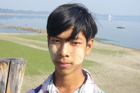 jeune garçon á Mandalay