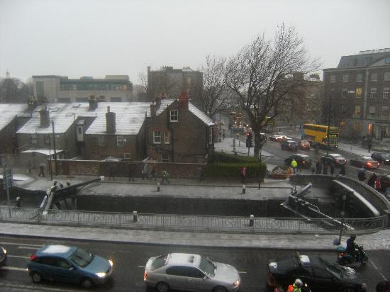 Leeson Bridge Guesthouse: View from Room