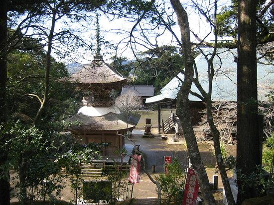 Minamiboso, Japan: 左が多宝塔・右が本堂