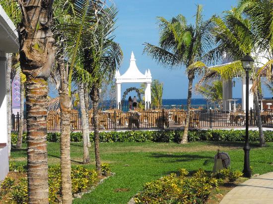 Hotel Riu Montego Bay Wedding Arbor Above Beach