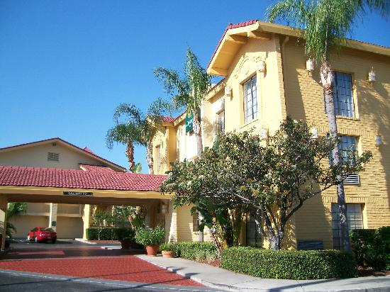 La Quinta Inn Tampa Bay Pinellas Park Clearwater: Lobby exterior view