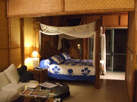 Magic Reef Bungalows: The giant bed