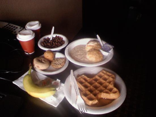 Comfort Inn & Suites: this breakfast was fresh and so good