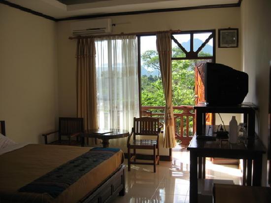 Thavisouk Riverside Hotel: room