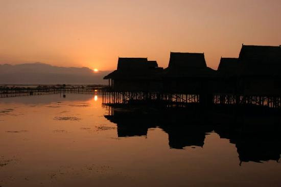 Nyaung Shwe, Birmania: Sunrise on Inle Lake