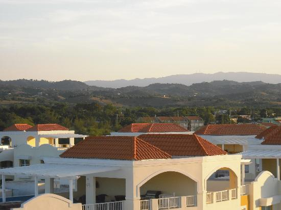 Aquarius Vacation Club: view towards mountains