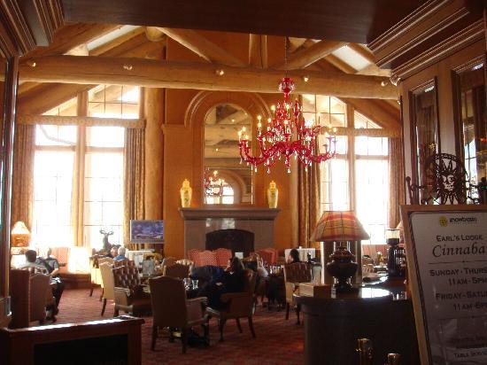 Snowbasin Resort : Cinnabar Lounge at Needles Lodge