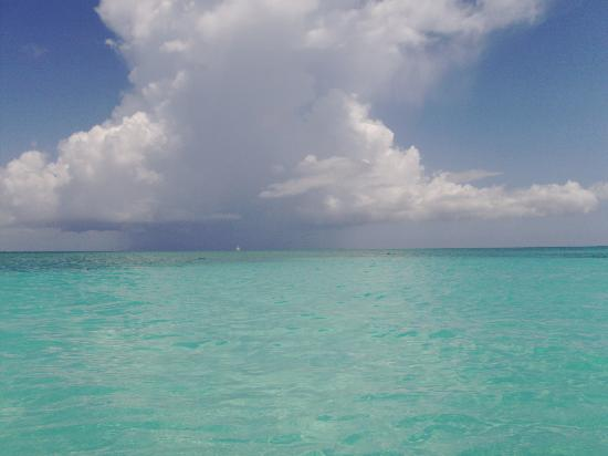 Providenciales: The cloads are always a beautiful grey and the water- turquoise