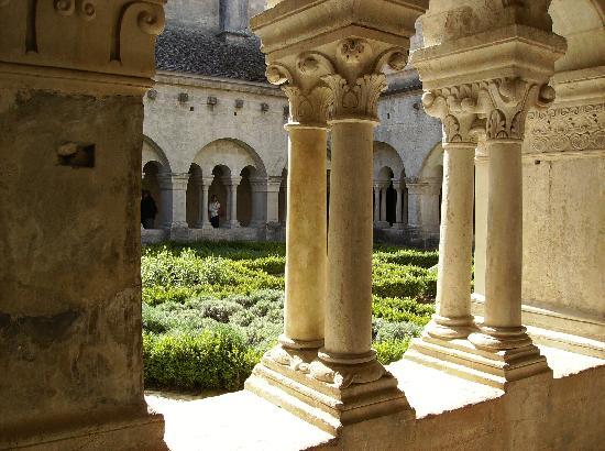Le Crillon Hotel: abbazia di senanque vicino a murs