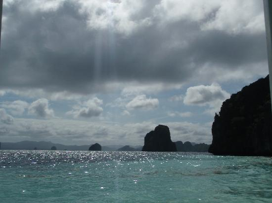 El Nido Resorts Lagen Island: rain heading towards us