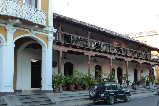 Hotel Plaza Colon : front of hotel