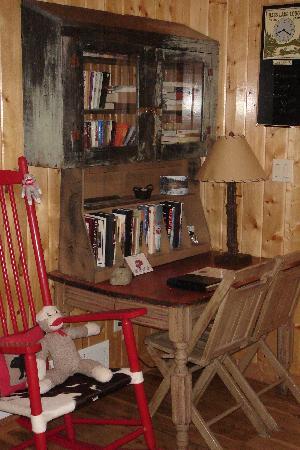 Knotty or Nice Cabin: Desk Area