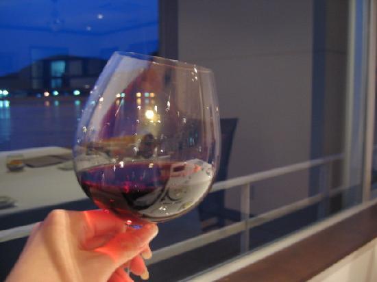 Kairi Murakami: ワインぐびぐび