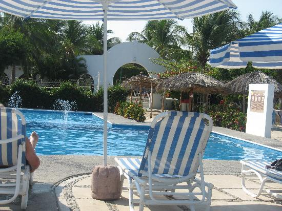 Chahue Beach Club Pool And Bar Picture Of Hotel Castillo Huatulco