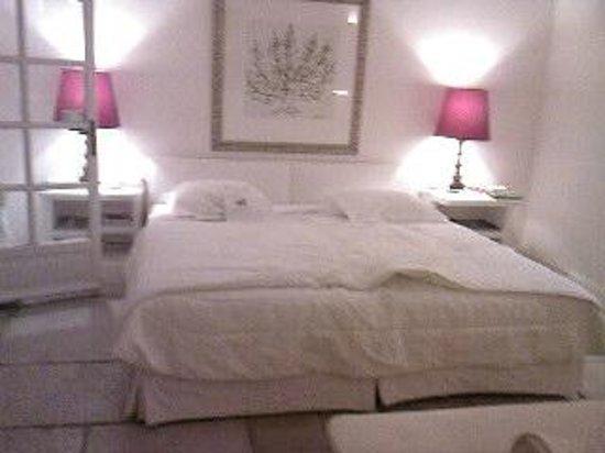 Hôtel Alain Llorca : chambre