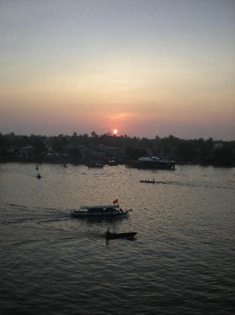 Nha Khach So 02 : Sunrise from the balcony
