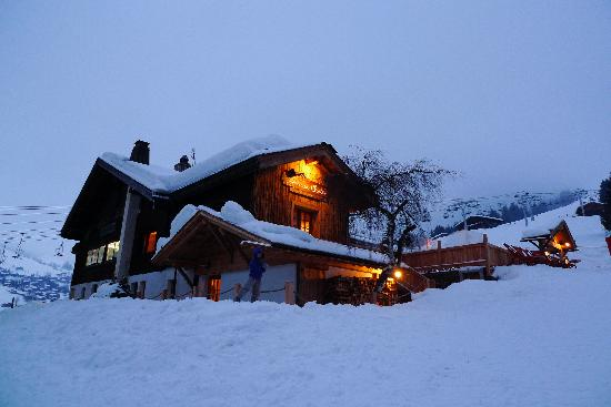 Hotel Le Vieux Chalet: Vieux Chalet early morning