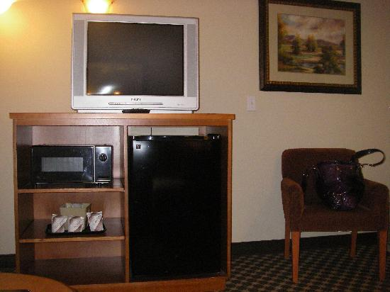 Oxford Suites Yakima: Mini-Bar in Sitting Area