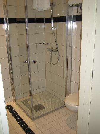 Gardermoen, Norvegia: New and clean bathroom at Thon Hotel Oslo Airport