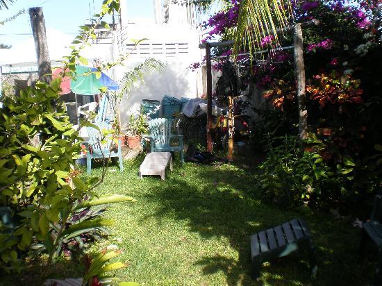 Las Lunas Inn: garden