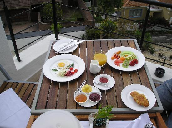 Villa Afrikana Guest Suites: Liebevoll angerichtetes Frühstück auf dem Zimmer