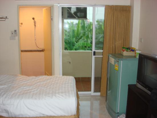 Queen's Garden Resort at River View: Clean room