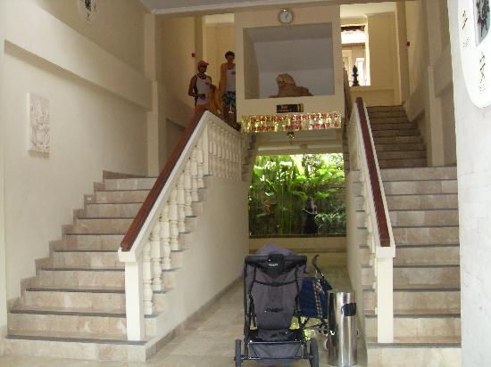 Kumala Hotel: Kumala Pantai H block entrance