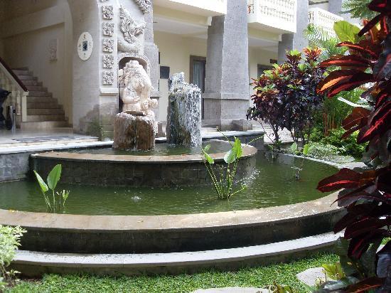 Kumala Hotel: KP H block water feature