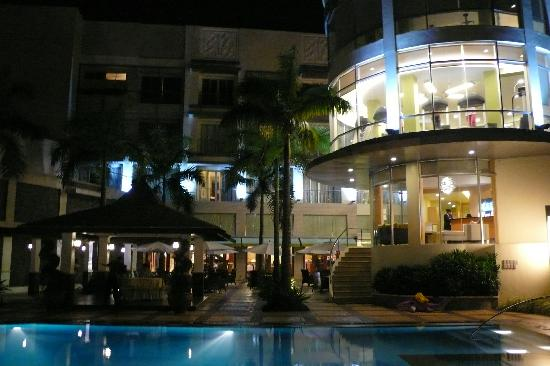 The Avenue Plaza Hotel: Pool and Gym area