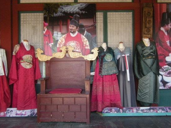 Gyeonggi-do, Sydkorea: 民族衣裳