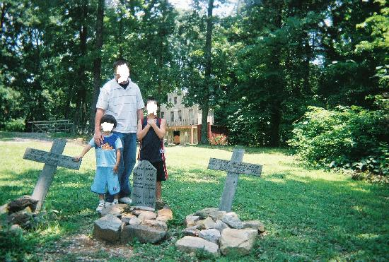 Guntown Mountain : Cemetery where the fallen gunslingers are laid to rest