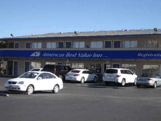Americas Best Value Inn Las Vegas: Front of Motel