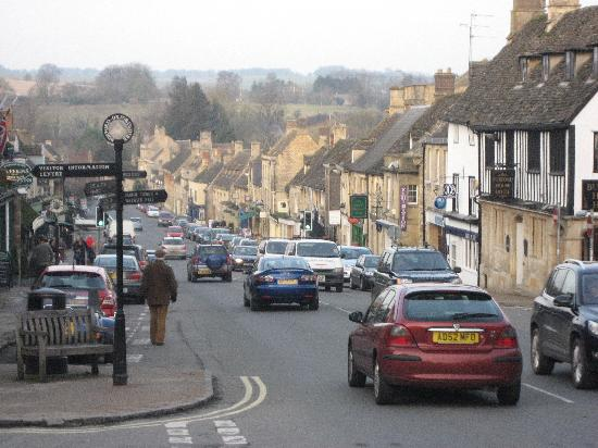The Lamb Inn: Burford on a quiet day