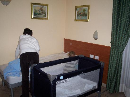 Hotel Brianza: view frombed looking at single and cot in room