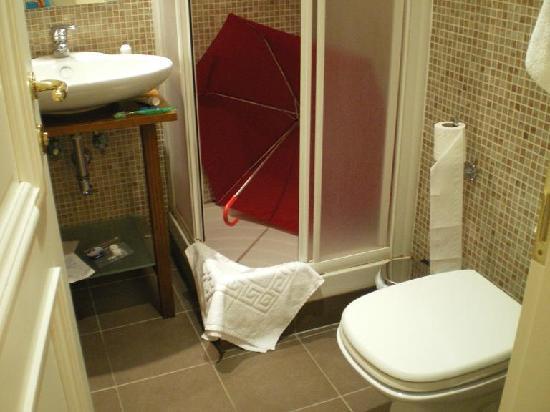 Flann O'Brien Rooms: Baño