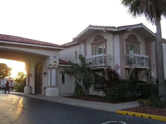 La Quinta Inn Orlando International Drive North: Main entrance