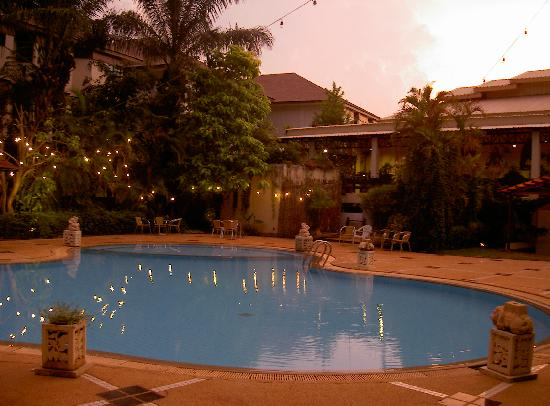 The Greenery Resort Khao Yai: The main pool near our room and resturant