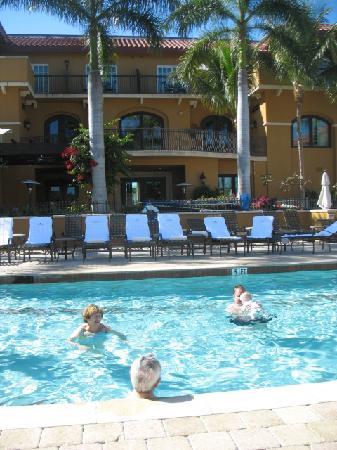 Bellasera Resort: At the pool