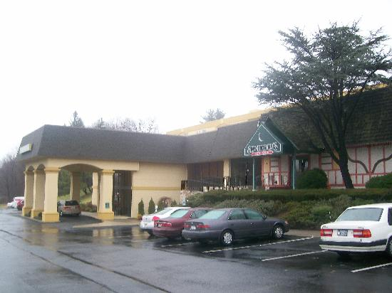 La Quinta Inn & Suites White Plains - Elmsford: Exterior view (main entrance)
