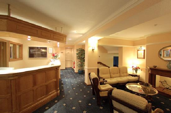 Bryn Howel Hotel: Reception Area 2