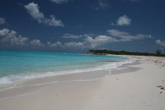 Caicos Dream Tours: Stunning deserted Half Moon Bay