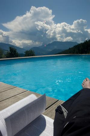 Albergo Bad Dreikirchen: Chillin at the pool
