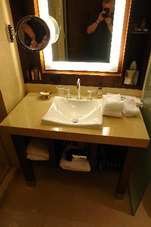 Aliante Casino + Hotel + Spa: Guest room vanity