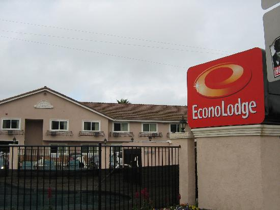 Econo Lodge Moonlight Beach: Outside view