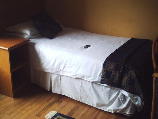 O'Shea's Hotel: Single bed