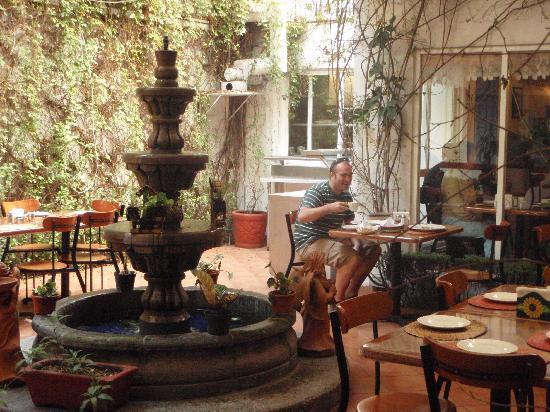 Casa de la Condesa: sitting down to breakfast